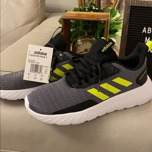Adidas questar drive sneakers